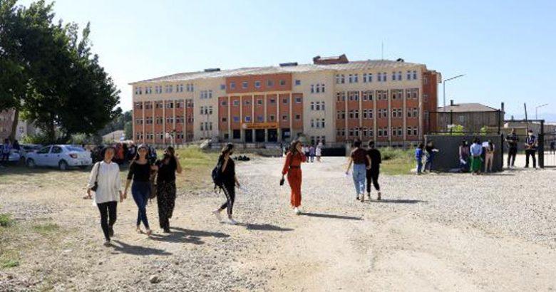 Yüksekova'da 10 yıl sonra üniversite sınavı heyecanı