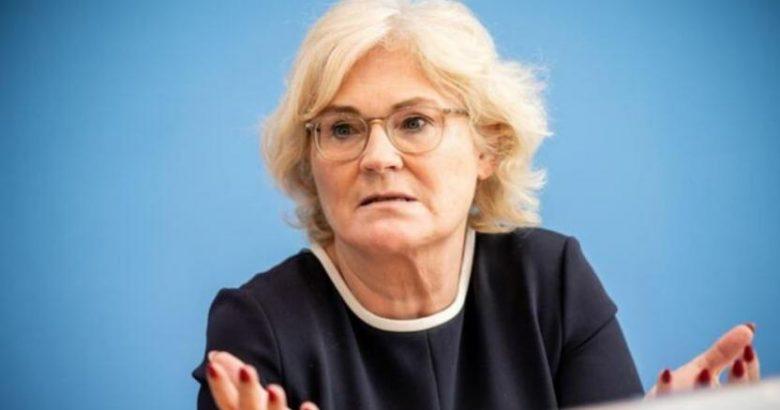 Almanya Adalet Bakanı: Maske zorunluluğu gözden geçirilmeli