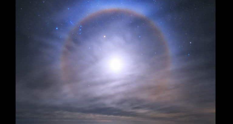 La Silla'nın üzerindeki gökyüzünde muhteşem bir ay halesi görüldü