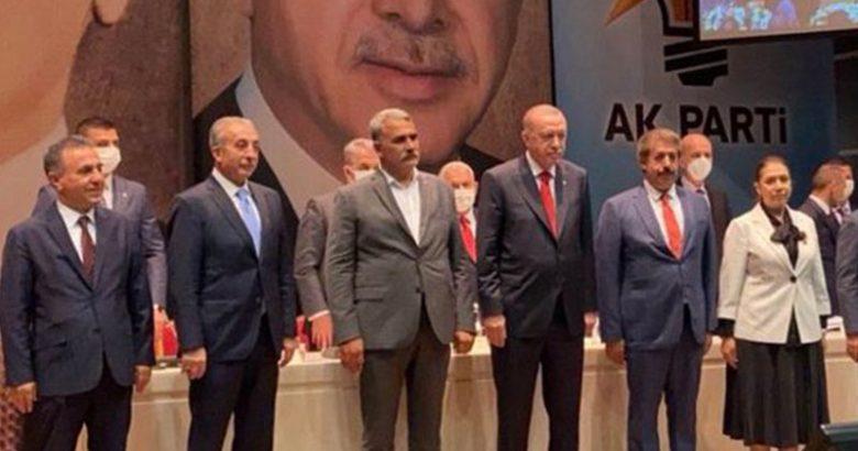 HDP'den istifa eden belediye başkanı AKP'ye katıldı