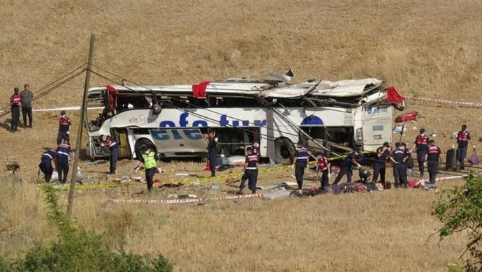 Korkunç kaza 15 ölü 17 yaralı