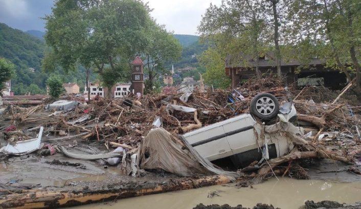 Sel felaketinde can kaybı 79'a yükseldi